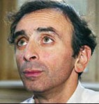 Zemmour le vant les yeux au ciel